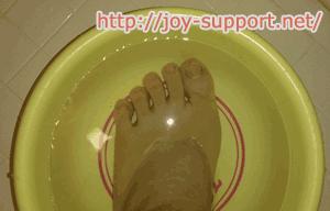 水虫を治療している画像